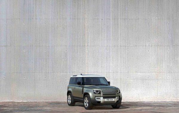 Foto del nuevo Land Rover Defender Verde mirada de frente